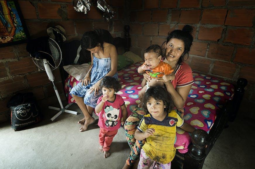 Familie in een opvang centrum in Colombia