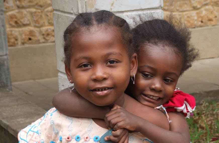 kinderen-samen-afrika-opzeggen-SOS-kinderdorp