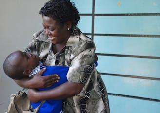 Over SOS Kinderdorpen - familieliefde moeder en zoon