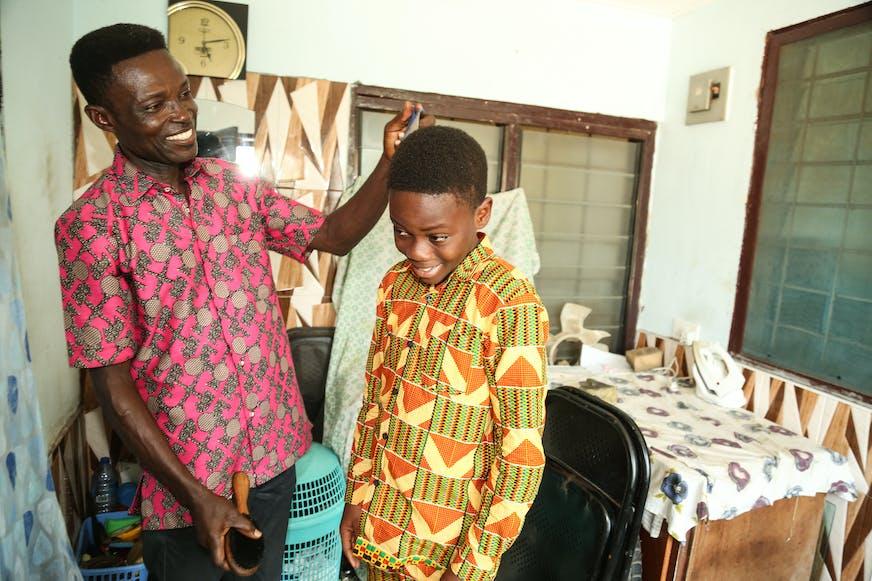 Ghana_Tema_familiehereniging_Mensah en zijn vader