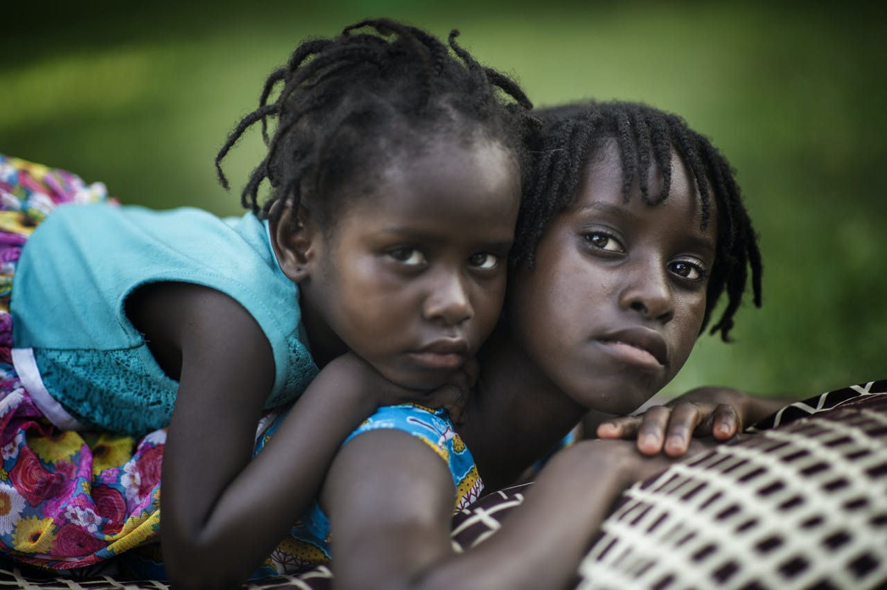 Guinee-Bissau_CV_Bissau_siblings_Ana-Margarida_colour_orgineel