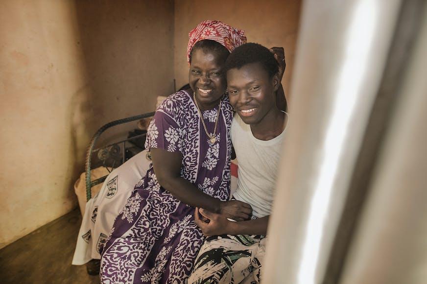Guinee Bissau Canchungo Koya met zijn biologische moeder