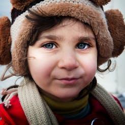 Kindvluchteling op de grens van Macedonië en Griekenland