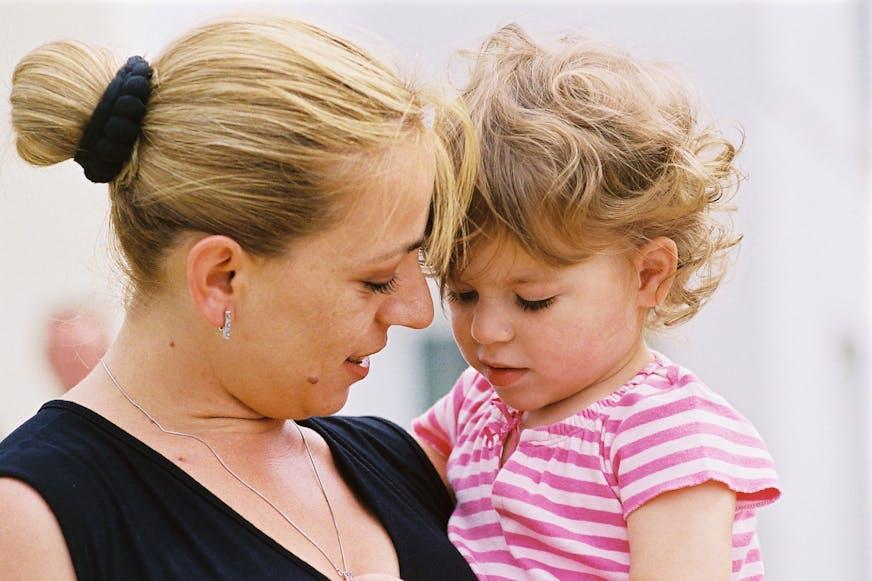 Kosovo kinderdorp moeder en dochter