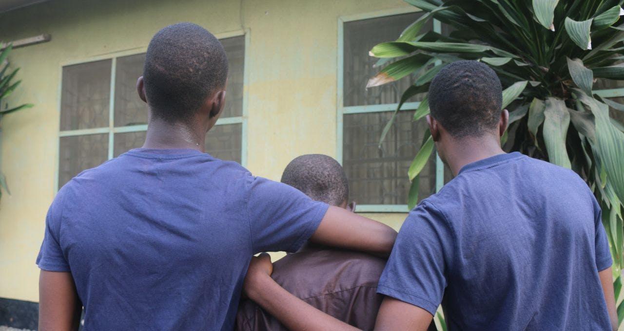 Oba en zijn broers steunen elkaar