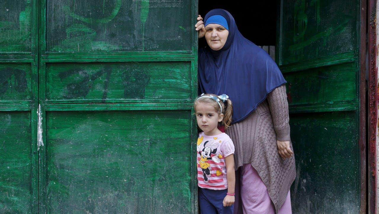 Zahra uit Kosovo met haar moeder